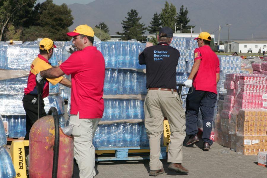 Mitarbeiter des Disaster Response Teams der Deutsche Post DHL Group bei einem früheren Einsatz in Chile