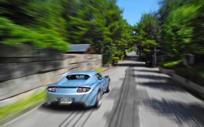 Tesla Roadster in Fahrt von raneko flickr