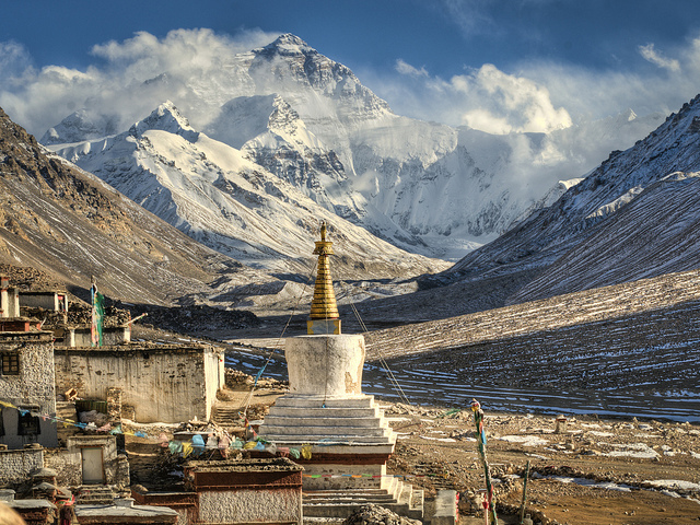 Mount Everest Base Camp and Rongbuk monastery by Göran Höglund (Kartläsarn) via flickr.com shared under a Creative Commons license CC BY 2.0