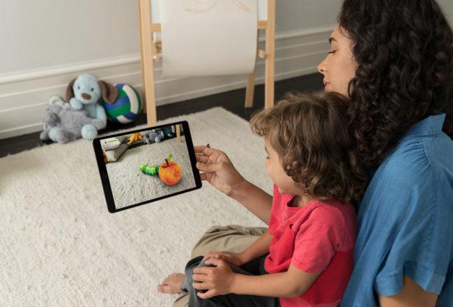 Pressebild Apple: Mutter mit Kind und iPad